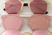 Sonnenbrillen / Inspiration für Sonnenbrillen aller Art, egal ob verspiegelt, Cat Eye, rund oder eckig . hier findet ihr Inspirationen für das perfekte Sommer Modell!