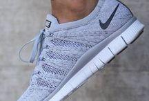 Schuhe   Sneaker / Der perfekte Sneaker egal ob von Nike oder Adidas - alles was das Frauenherz höher schlagen lässt findet ihr hier!