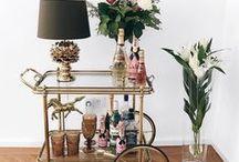 Interior   Couchtische, Barwagen, Coffee Tables & Co. / Hier findet ihr tolle Couchtisch Inspirationen für euer Wohnzimmer. Egal ob Coffee Table oder Barwagen - die schöneste Interior Inspo findet ihr hier!