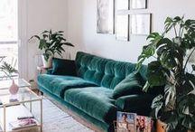 Interior Trend Samt    Livingroom & Co. / Samt ist der Trend des Jahres und aus kaum einem Wohnzimmer wegzudenken. Taucht ein, in die schönsten Zimmer und lasst euch inspirieren!