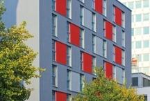ARCOTEL Rubin Hamburg / Mitten in Hamburg, im Kultur- und Szeneviertel St. Georg gelegen, ist das zentral gelegene 4-Sterne-Superior-Designhotel der Ideale Ausgangspunkt für City-Trips und Geschäftsreisende.  Die Innenstadt, zahlreiche Sehenswürdigkeiten, die Alster, die Mönckebergstraße, das Messezentrum und der Hauptbahnhof sind in wenigen Minuten zu Fuß oder mit öffentlichen Verkehrsmitteln erreichbar.