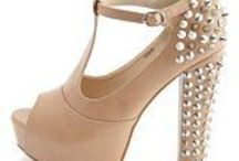 Shoes / by Gabriela Aparicio