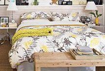 Kolory do sypialni - żółty z szarym / Duet kolorów żółtego z szarym do definitywnie hit tego roku. Neonowe, musztardowe lub kanarkowe akcenty żółci fantastycznie eksponują się na tle neutralnej szarości, nadając wnętrzu smaczku.