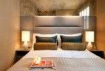 Mała sypialnia - pomysły na aranżację / Kilka pomysłów i trików, które pomogą urządzić małą sypialnię.