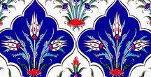 Çini desenli seramik kütahya ve iznik çinileri turkish tiles interior decoration islamic art desıgn / Kütahya ve İznik çinileri. Çini desenli seramik ve mozaik karolar. Cami, mescit, kubbe, otel banyo türk hamamı için çini dekorasyon, Otel, spa türk hamamı, havuz seramikleri yer ve duvar çini seramik fayans dekorasyonu. osmanlı çini desen ve motifleri, mihrap minber ve kürsü işleri. iç cephe ve dış cephe kaplama işleri. Hediyelik çini seramik, porselen eşyalar. mosque decorations masjid interior exterior dome gift material interior, oriental, ceramic, mosaic, tiles.