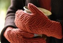 Mittens and handwarmers Inspiration / Everybody needs gloves, mittens and hand warmers. Find inspiration here.