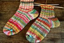 Socks and Slippers Inspiration / What is cozier than a nice pair of hand knitted socks? Here is a collection of sock and leg warmers patterns to inspire you.