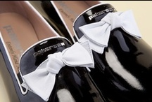 Woman's Moccasins 22292 Pakerson - Mocassini Donna 22292 Pakerson / Pakerson black patent leather Moccasins with elegant white napa finishing touches and contrasting bow. Discover the sophisticated beauty of Hand Made in Italy shoes. - Mocassino Pakerson in vernice nera con raffinate finiture in nappa bianca e fiocco in contrasto. Scoprite la sofisticata bellezza delle scarpe Hand Made in Italy.