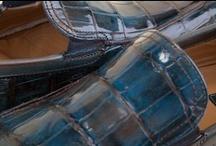 Alligator Leather Moccasins 32013 Pakerson - Mocassini Alligatore 32013 / Alligator luxury leather Moccasin: hand-dyed, deeply-hued, and vitrified, with an uneven coloring that exalts its natural beauty. An excellent choice of Italian elegance.  - Mocassino Pakerson in pregiato Alligatore: la pelle colorata a mano risulta sfumata, profonda e vetrificata. Una scelta di gusto e di eleganza Hand Made in Italy.