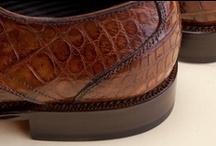 Alligator Leather Shoes 35077 Pakerson - Scarpa Alligatore 35077 / Pakerson Italian handmade derby lace-up footwear handcrafted of Alligator mississippiensis, a noble leather exalting prestigious, exclusive design of this luxury shoe. - Calzatura modello derby, allacciata, realizzata artigianalmente in alligatore mississippiense, un pellame nobile che ne esalta l'esclusività e il prestigio.