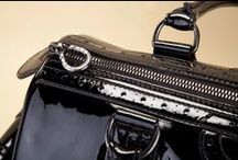 Black Patent Leather Bag BD2089 - Borsa Vernice Nera BD2089  / Discover the hand-crafted accessories in the Pakerson e-Boutique. Take a peek at all the captivating versions of the bauletto bag. Free shipping in Europe. - Scopri la bellezza degli accessori artigianali nella e-Boutique Pakerson. Guarda tutte le affascinanti varianti della borsa bauletto. Spedizioni gratuite in Italia.