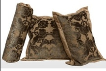 Pillows / Decorative Accent Pillows & Throws