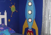 Space Bedroom Decor / Boys themed space bedroom inspiration! Planets, spaceships and all things solar.