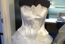 www.emb-fashion.nl / Bruidskleding voor dames met een maatje meer, wij maken op maat en naar eigen ideeën van de klant, zo komen we uit op een geweldige creatie waar er maar 1 van is!!