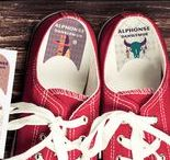 ☺♥ étiquettes CHAUSSURES / Pepahart vous propose deux manières ludiques et pédagogiques d'étiqueter et de personnaliser les différentes chaussures de vos enfants : les BICOLORES ou les INTUITIFS. Votre enfant va ainsi pouvoir se débrouiller tout seul  pour mettre ses chaussures en différenciant la droite de la gauche. Les parents regardent ainsi leurs enfants partir du bon pied !!!