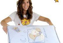 Pomysły na prezent / Prezent dla małego dziecka powinien być ciekawy i bezpieczny. Rodzice maluszka ucieszą się, jeśli będzie miał też zastosowanie praktyczne :)