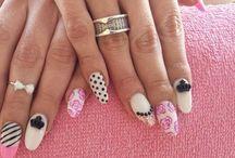 Soho nails Ημιμονιμο / gel !!! Nails#nail art#gel# / Κάθε γυναίκα θέλει να έχει περιποιημένα νύχια και να ακολουθεί πάντα την τελευταία λέξη της μόδας. Για φέτος λοιπόν έχουμε κάποια αναμενόμενα χρώματα και θα παίξουμε πιο πολύ με τα σχέδια, αλλά και τα σχήματα που θα έχει το μανικιούρ μας.