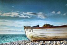Landschaft + Orte / Den Momenten wohnt ein Zauber inne. Momente an die man sich sein Leben lan erinnert. Berge, Täler, Schluchten. Das Meer. Ablegene Orte. Pulsierende Städte. Abwechslung mach den Erlebenishorizont weit.