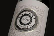 Packaging Vin | Wine / Une typo subtile et bien choisie, une illustration à l'ancienne sur un papier moderne, une étiquette qui est déjà une promesse de saveurs...Voici quelques inspirations et coups de coeur packaging dans l'univers des vins.