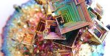 Bismuto / Il bismùto è l'elemento chimico di numero atomico 83. Il suo simbolo è Bi.  È un metallo pesante e fragile, di aspetto bianco-roseo il cui comportamento chimico è simile a quello dell'arsenico e dell'antimonio. È il più diamagnetico dei metalli e, con l'eccezione del mercurio, quello con la minore conducibilità termica. Composti del bismuto esenti da piombo sono usati nell'industria cosmetica ed in applicazioni mediche. ________NO PIN LIMITS________