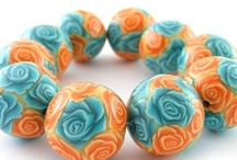 clay beads  / Walk at the forefront of fashion, you must have