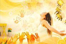 KOLORY NASTROJÓW - ENTUZJAZM / Zapomnij się w kolorach słońca! Radosna paleta żółcieni rozpromieni Twoje wnętrza a tchnienie letnich gorących dni otuli je beztroskim wspomnieniem. Subtelne, miodowe odcienie chętnie dzielą się słodyczą, wypełniając każdy kolejny dzień potężną dawką entuzjazmu.