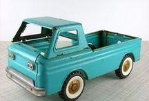 * toys * / (Houten) speelgoed, design speelgoed, cubebot, robot, puzzel, houten dieren, spelen, wooden toy.