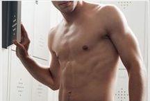 Homme / La salud y la belleza también es cosa de hombres. Las cifras demuestran que cada vez son más los hombres interesados en sentirse bien tanto por dentro como por fuera.Por ello, tenemos tratamientos de belleza  también para hombres.