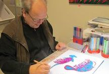 Kunstenaar Edwin S. / Edwin maakt kleurige kunst bij Atelier de Voordam in Alkmaar.