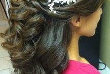 Svatební účesy / Přemýšlíte, jaký účes zvolit v tento den? Máte krátké nebo dlouhé vlasy? Podívejte se na naše tipy.
