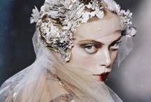 Plage de tendances - VW / Vivienne Westwood  inspirations grunge, renaissance, opulence / botanique, bleu nuit, violet, gris, noir, vieux rouge / romantisme punk
