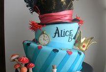 Mariage thème Alice aux pays des merveilles. / Faire part, contenant dragées, marque place, menu, plan de table, tirelire et livre d'or thème Alice aux pays des merveilles.
