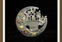 Victorian Jewellery / Beautiful Victorian Jewellery from 1837-1901. http://www.antiquejewelleryuk.co.uk/info2.cfm?info_id=207833