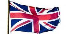 United Kingdom (UK)-Egyesült Királyság (melynek 4 országa van:Anglia, É-Írország, Skócia, Wales) GB / Államforma: parlamentáris monarchia. Uralkodó: II.Erzsébet brit királynő. Fővárosa: London. A parlament Londonban van, de jogainak egy részét átruházta a 3 nemzeti fővárosban működő parlamentre.É-Írország-Belfast, Wales-Cardiff, Skócia-Edinburgh
