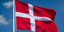 Denmark-Dánia (Dán Királyság) DK / Dánia-alkotmányos monarchia.A Dán Királyság magába foglalja az Atlanti óceánon található két autonóm államot, Grönlandot és a Feröer-szigeteket. Jelenlegi uralkodója és államfője: II. Margit. Fővárosa:Koppenhága. Pénzneme: a dán korona=100 őre. Népesség: 5,707 millió (2016). Terület:43 094 km2.  EU csatlakozás:1973