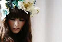 { fleurs in her hair } / women with flowers in their hair. floral crowns. love flowers in my hair. pinning flowers all up in her hair.