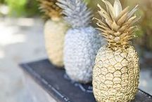 Pretty Pineapple   Wedding Inspiration / The pineapple trend is far from over and with the summer wedding season around the corner, we are expecting to see many a wedding featuring this exotic fruit. From center pieces to headpieces – pineapples are extremely versatile to incorporate into many facets of your big day. Herewith a few pretty pineapple wedding ideas.