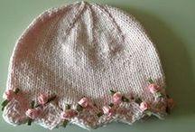 pokrývky hlavy, rukavice / pletené a háčkované čepice, rukavice, šály, nákrčníky atd.