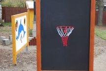 Basketbalový koš / Rozměry: výška max.2,5 m, šířka 1,5 m. Umístění: dětské hřiště. Zařízení je určeno pro děti od 3 do 12 let. Oboustranný koš, kotveno na patkách.