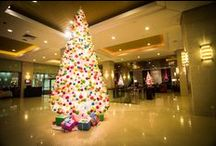 Christmas Décor at Cinnamon Lakeside Colombo / Cinnamon Lakeside Colombo welcomes the festive season with a stunning Christmas décor theme. A beautiful colour combination of blue, pink, orange, green and yellow décor is carried through to the different areas of the hotel with beautiful Christmas trees and ornaments.