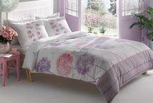 Lenjerii de pat din bumbac 100% / Lenjeria de pat din Bumbac 100% se remarca printr-o calitate superioara a materialului si prin finisaje foarte bine executate fiind rezistente la spalari indelungate.
