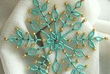 Christmas Crafts & Decorations / Christmas craft ideas, diy ornaments, decorations you can make and more!