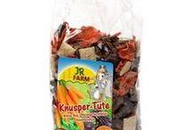 Algarroba para Animales / Alimento seco para animales a base de algarroba, en distintos formatos, tanto para animales grandes como animales pequeños.