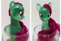 Custom Ponies / Custom Pony of the Week at http://rebeccaenzor.wordpress.com / by Rebecca Enzor