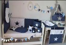 Décoration chambre bébé bleu marine blanc étoiles
