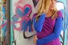 Basic Shirts aus Bio Baumwolle (kbA/GOTS) / Lieblingsshirt aus angenehm weichem, hautverträglichem Bio-Jersey.  Die Passform wurde der Figur gut angepasst, sie ist lässig feminin, leicht tailliert und relativ lang.  Locker eingerollte Kanten und eine Glücksblume am Halsausschnitt setzen besondere Akzente. Der vielseitige Allrounder macht bei der Arbeit, in der Freizeit und beim Yoga eine gute Figur.