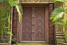 PUERTAS & DOORS / El misterio tras cada puerta siempre llama nuestra curiosidad. / by MAAV 1975