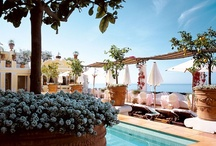 Bars & Pool / Our Pool Terrace is full of lemon trees and flowers. At the bar tables, overlooking the sea, lunch is served from 12.30 to 6pm. The Champagne & Oyster Bar, located on a different terrace, is filled with roses and frangipane flowers.