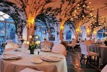 La Sponda / La Sponda restaurant (* guide Michelin) is lit, at dinner, by four hundred candles that create an unforgettable atmosphere. The cuisine is based on local, fresh ingredients and is inspired by the Mediterranean tradition.