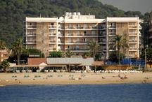 Hotel Serhs Sorra Daurada *** / Hotel en Malgrat de Mar (Costa del Maresme) descubre las playas de Cataluña.   El Hotel Serhs Sorra Daurada se encuentra situado en Malgrat de Mar municipio costero de la Costa del Maresme. Su ubicación a primera línea de mar y próximo a Barcelona y Girona, hace del hotel un lugar ideal para pasar sus vacaciones en familia.